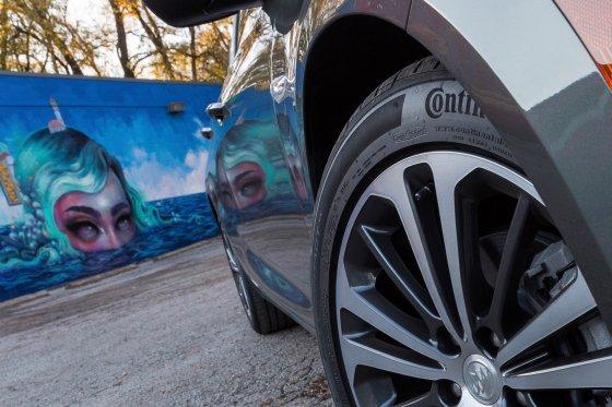 2018 Buick Regal Sportback Tires 1 560x373