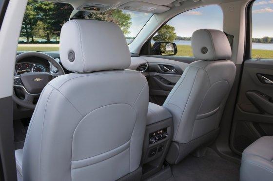 2018 Chevrolet Traverse Interior 5 560x373