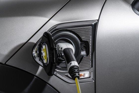 2018 Mini Cooper SE Countryman Performance 1 560x374