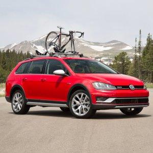 2017 Volkswagen Golf Alltrack : Review