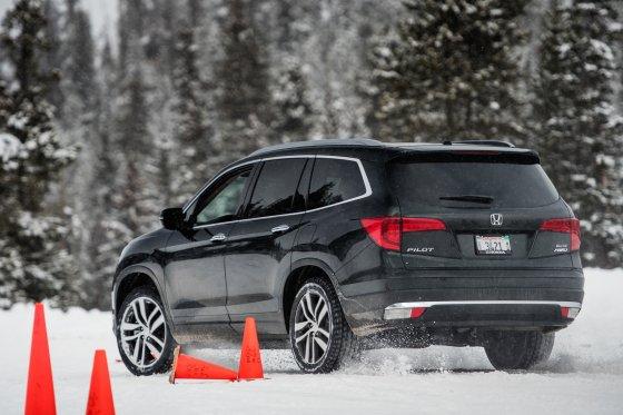Colorado Ice Driving Encounter 6 560x373