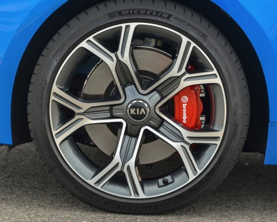 2018 Kia Stinger GT Performance 1 560x449