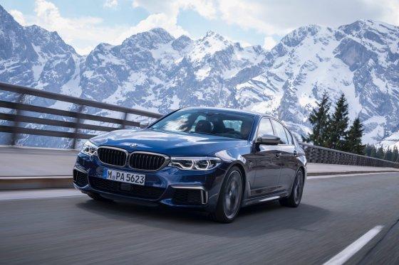 2018 BMW M550i 2 560x373