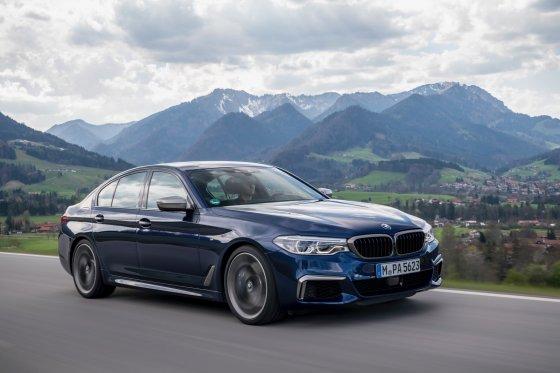 2018 BMW M550i 3 560x373