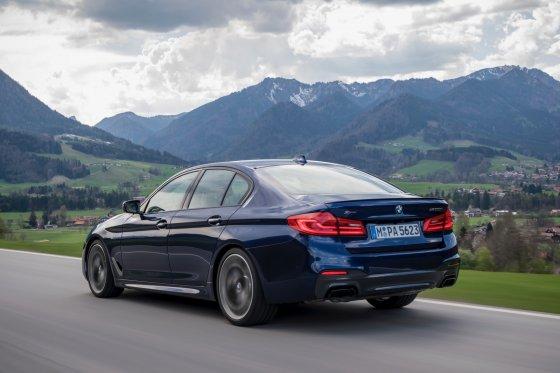 2018 BMW M550i 4 560x373