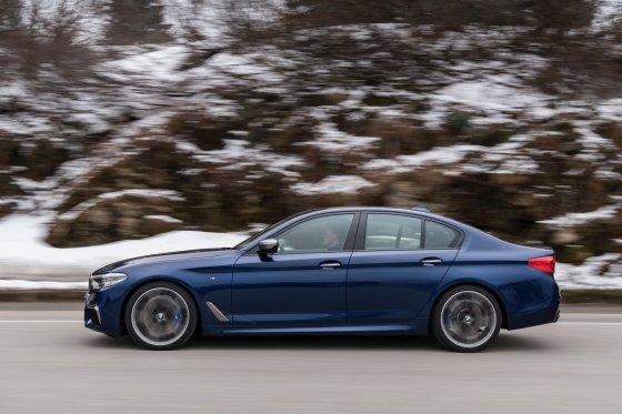 2018 BMW M550i 5 560x373