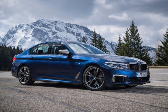 2018 BMW M550i 7 560x373