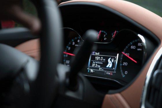 2018 Chevrolet Cruze Hatch Interior 6 560x373