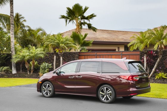 2018 Honda Odyssey Overview 560x373