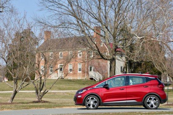 2018 Chevrolet Bolt EV Exterior 2 560x373