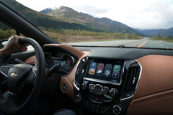 2018 Chevrolet Cruze Hatch Interior 5 560x373