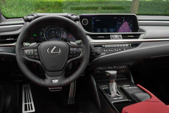 2019 Lexus ES350 FSport Interior 1 560x374