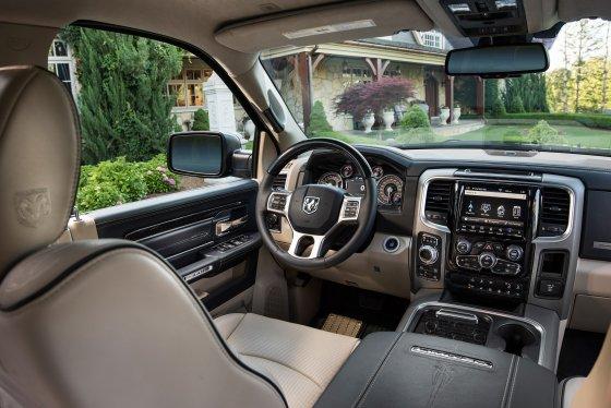 2018 RAM 1500 Interior 560x374
