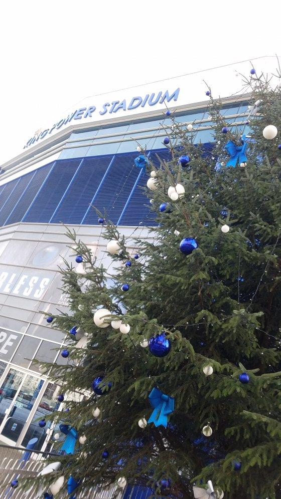 Leicester City Football Club King Power Stadium Christmas Tree e1535120628200 560x996