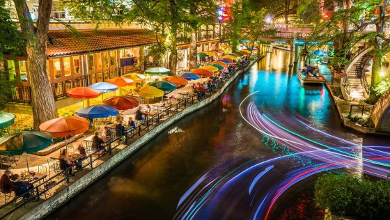 san antonio riverwalk 138429834 560x316
