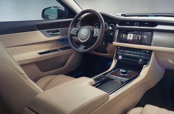2018 Jaguar XF Sportbrake Interior 1 560x369