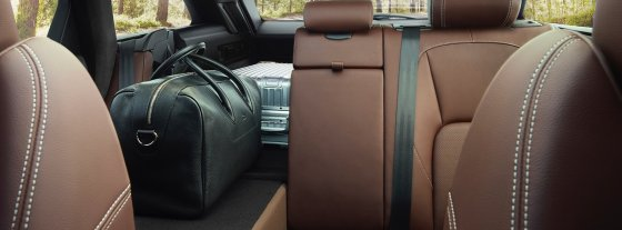2018 Jaguar XF Sportbrake Interior 5 560x207