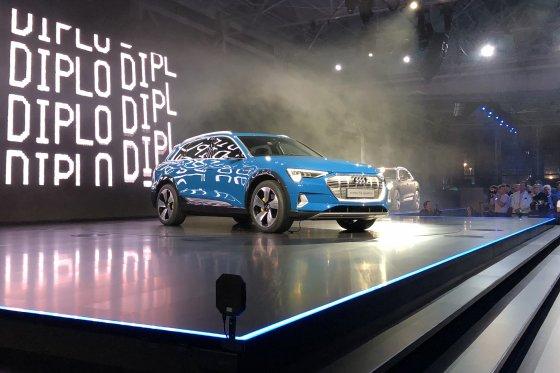 Audi Etron Unveil 560x373
