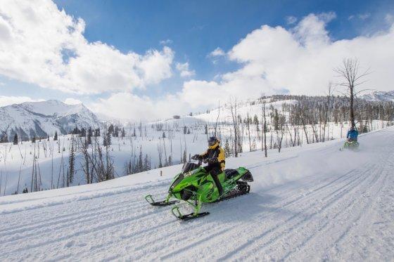 Montana Snowmobile 1 1 560x373