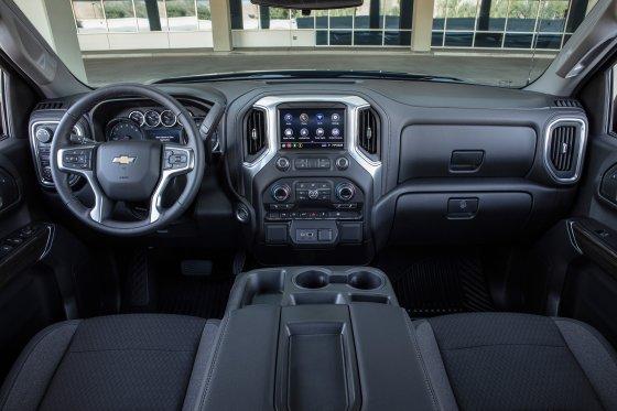 2019 Chevrolet Silverado Interior 560x373