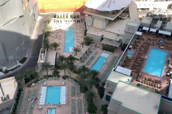 ParkMGM Pool 560x373