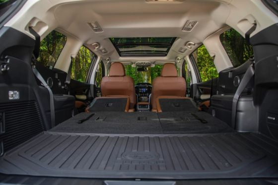 2019 Subaru Ascent Interior 8 560x373