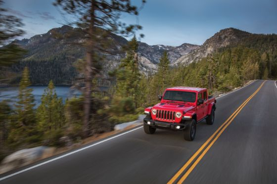 2020 Jeep Gladiator 13 560x373