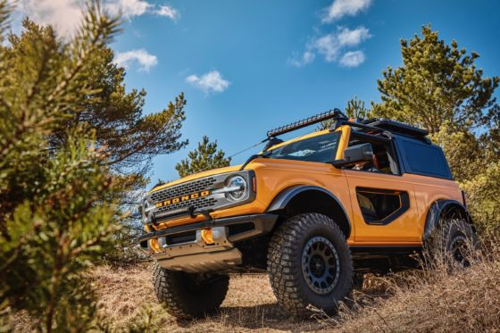 Ford Bronco 2DR 18 560x373