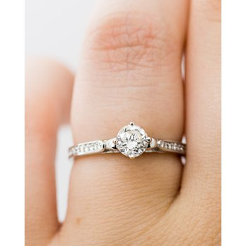 Diamond Band 18k 0.61ct Engagement Ring