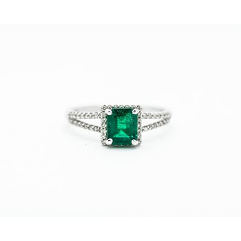 Classic Style Emerald Engagement Ring