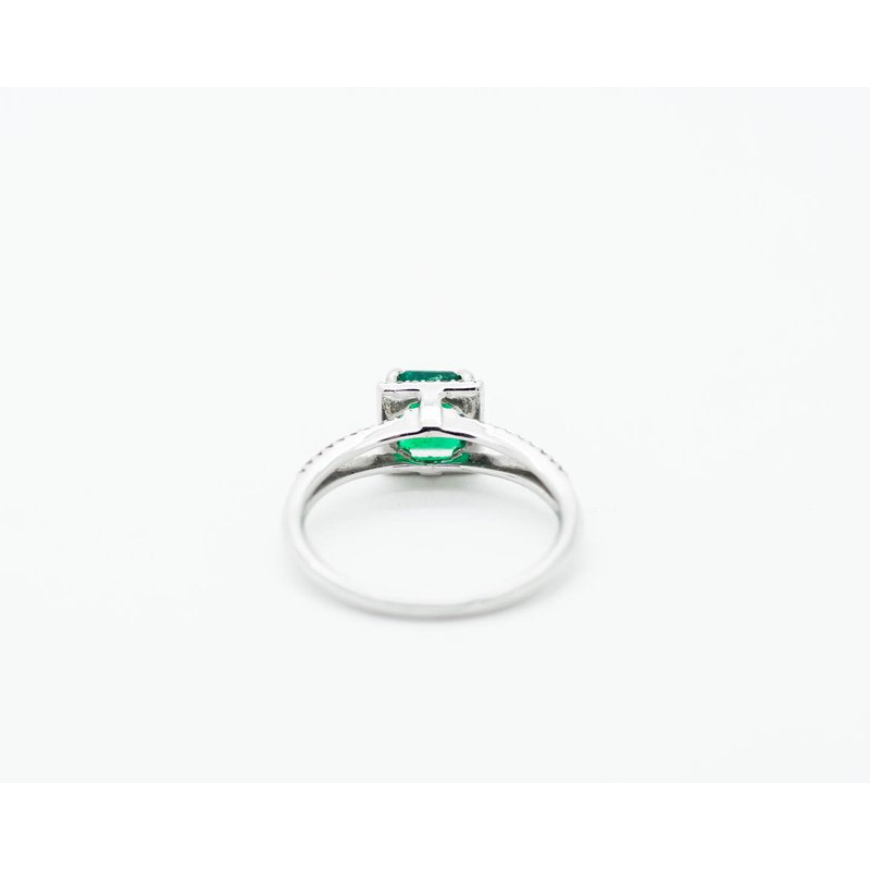 Jewelry Couture Exclusives Classic Style Emerald Engagement Ring