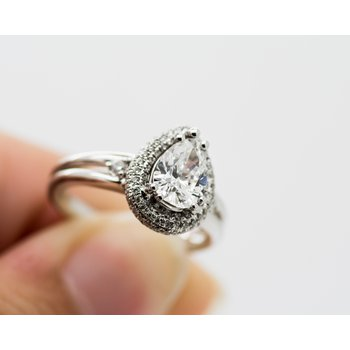 Pear 1.25ct Pave Halo Engagment Ring
