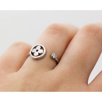 18k White Gold Clover Diamond Ring