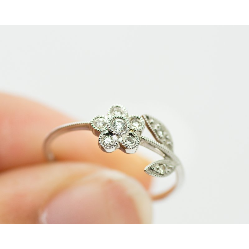 Jewelry Couture Exclusives Dainty Daisy Diamond White Gold Ring