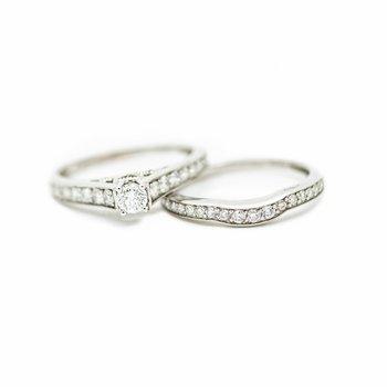 Delicate Round Diamond Bridal Set