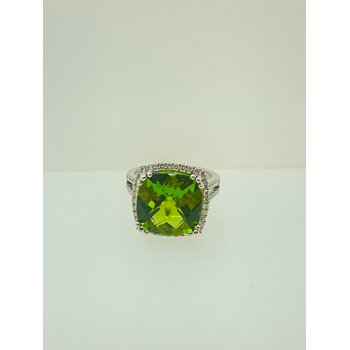 9.8ct Peridot Ring with Diamond