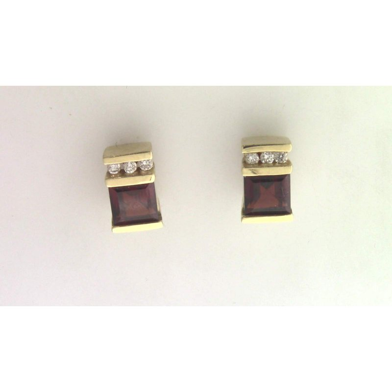 Pugh's Signature 14k Yellow Gold Garnet Earrings