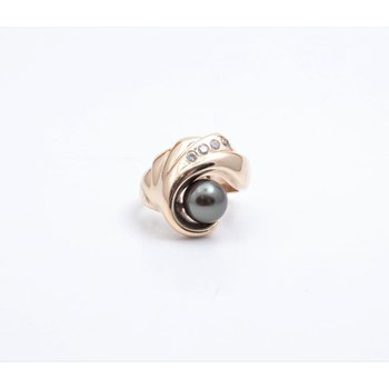 14k Yellow Gold Black Pearl Ring