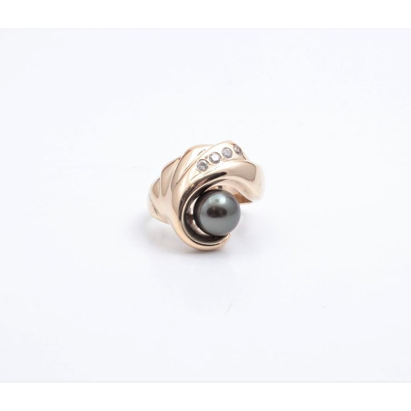 Pugh's Signature 14k Yellow Gold Black Pearl Ring