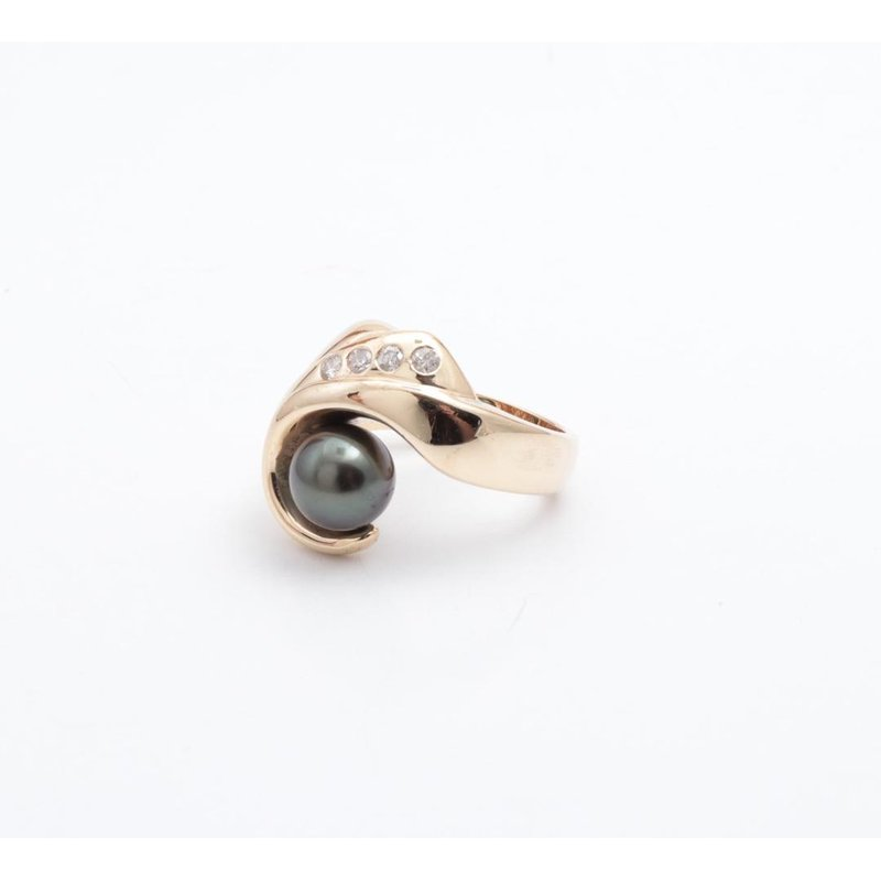 Pugh's Signature 14k Yellow Gold Black Pearl Ring