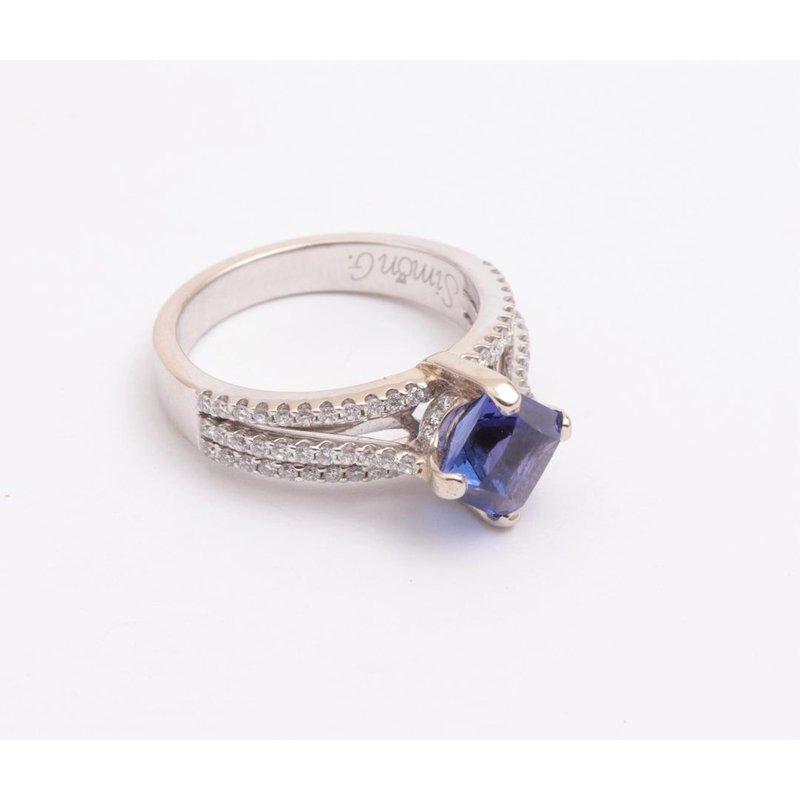 Pugh's Signature Ladies' 18k White Gold Tanzanite Ring