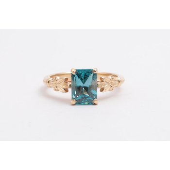 14k Yellow Gold Blue Zircon Ring