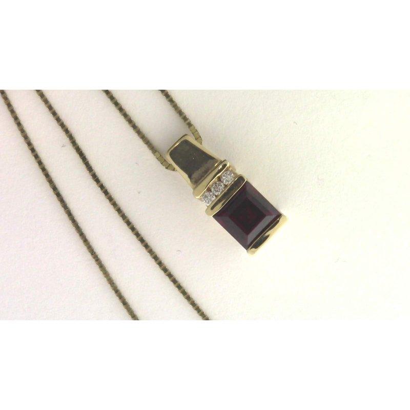 Pugh's Signature 14k Yellow Gold Garnet Pendant