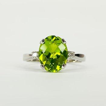 14K White Gold Three Stone Peridot and Diamond Birthstone Ring SZ 6.5