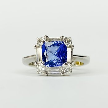 18K White Gold Tanzanite Center Diamond Halo Ring Size 6