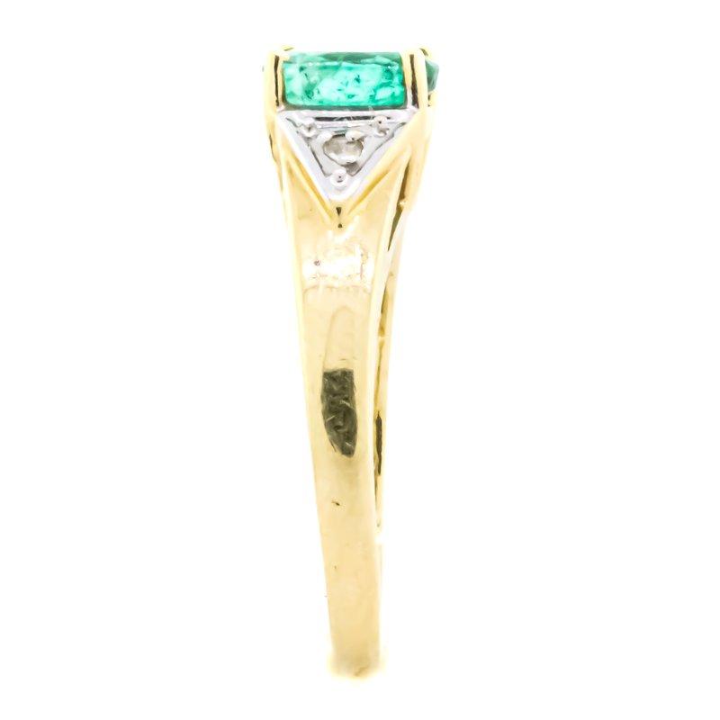 Estate Jewelry 14K Gold Oval Green Emerald Birthstone Ring