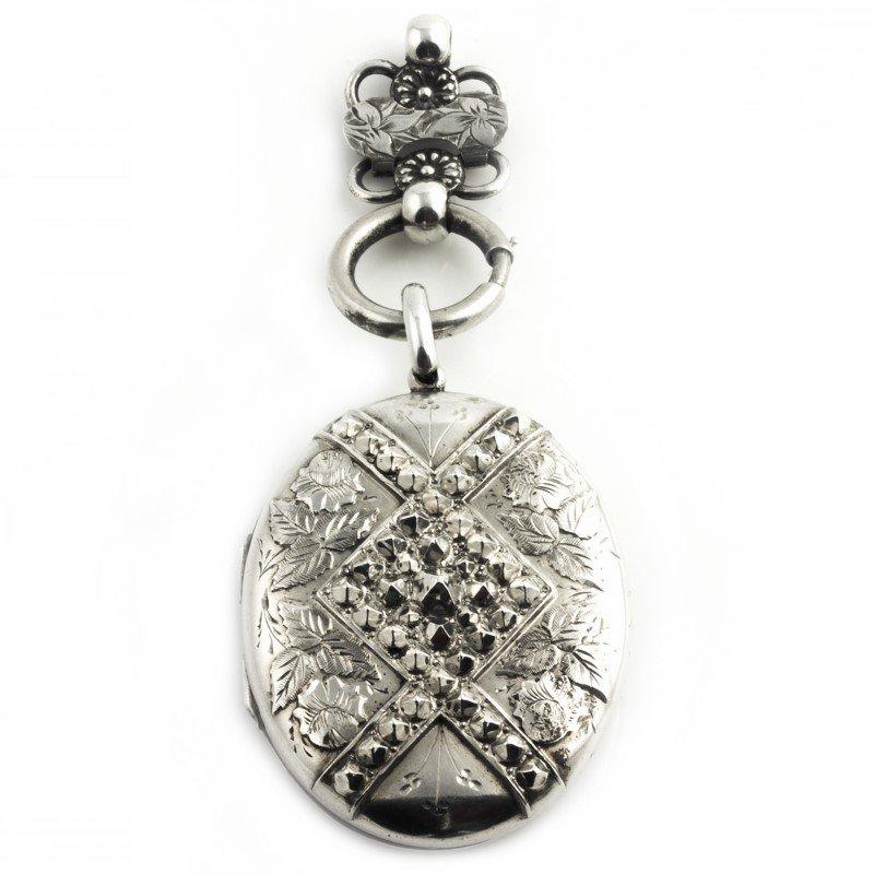Signature Estate English Victorian Collar & Locket Set