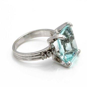 14k WHITE GOLD RING w/ 6.38 CT AQUAMARINE & .10 CTW DIAMOND ACENTS Sz 5.75 J6-7