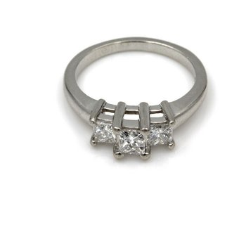 STUNNING PLATINUM .92 CTTW PRINCESS CUT DIAMOND RING SIZE 7.25- 965B-2