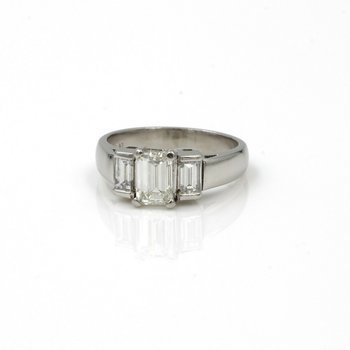 PLATINUM 1.65 CTW EMERALD CUT DIAMOND RING CLASSIC 3 STONE SIZE 5.75 NICE E-281